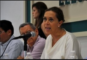 Adriana Favela. Muy cerca del INE.