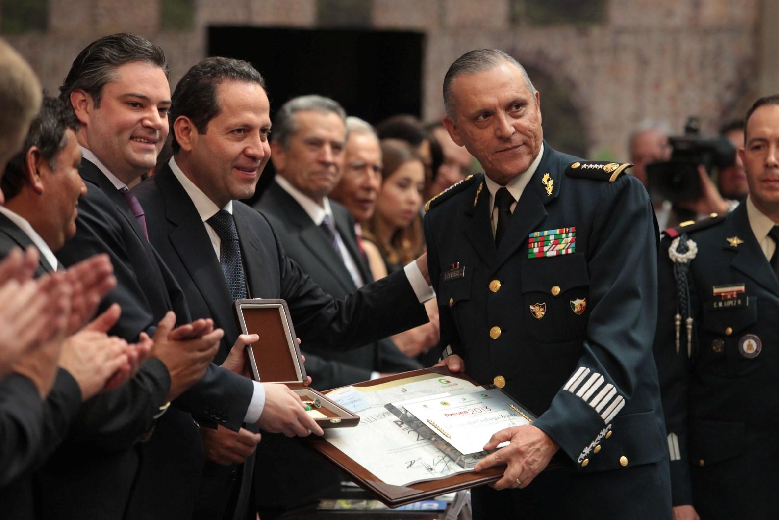 Detienen A Salvador Cienfuegos Titular De Sedena Con Epn Es Investigado Por Narcotrafico Plana Mayor