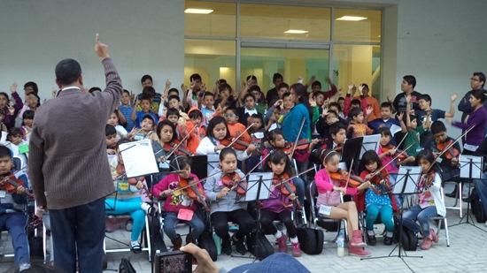 Orquesta sinfónica. Niños de Neza.
