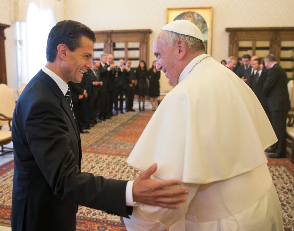 Enrique Peña y Papa Francisco. Encuentro.