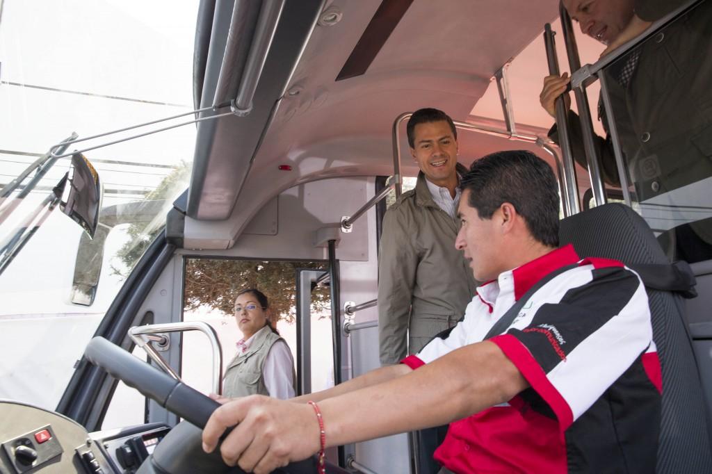 Peña Nieto y Eruviel Ávila. El mexibús incompleto.