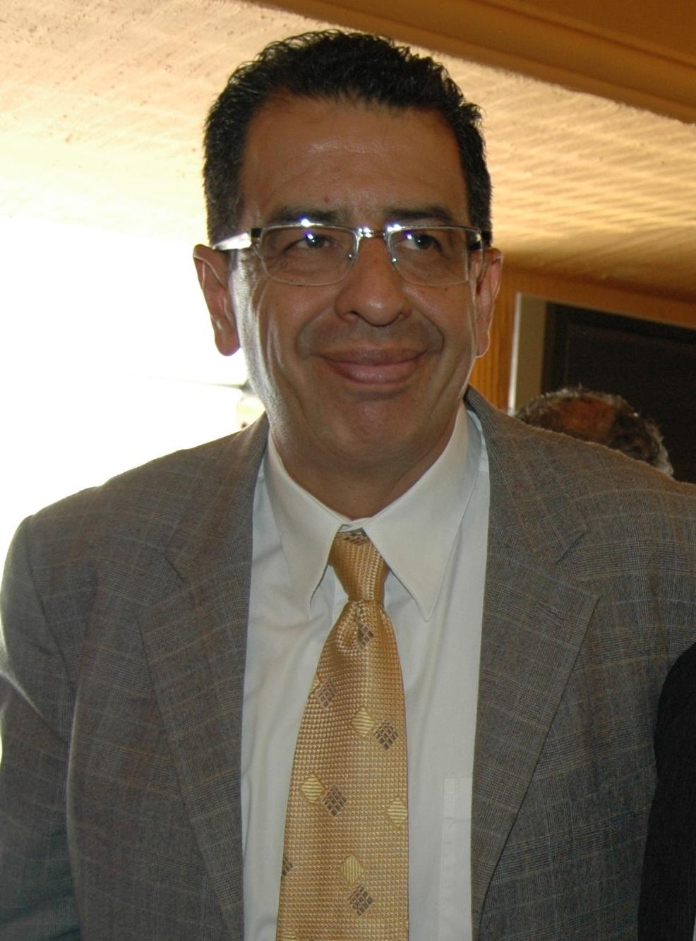 Rubén Mendoza. Busca diputación por el PRD.